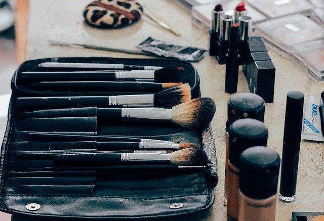 make up blogs make money